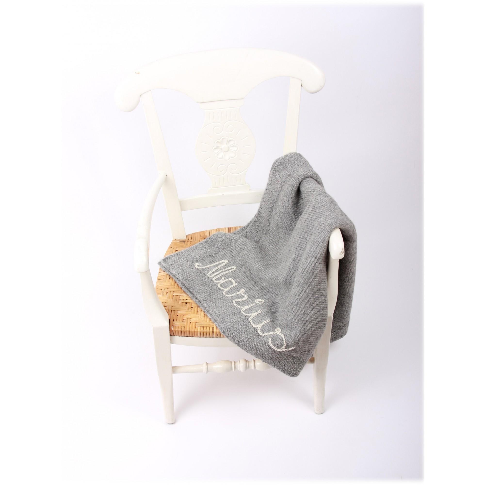 Couverture bébé  grise 100% laine d' alpaga brodée écru