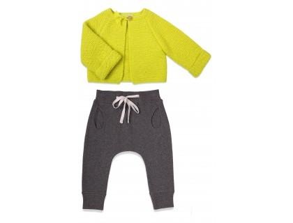 look gilet vert anis et jogging gris clair bébé fille