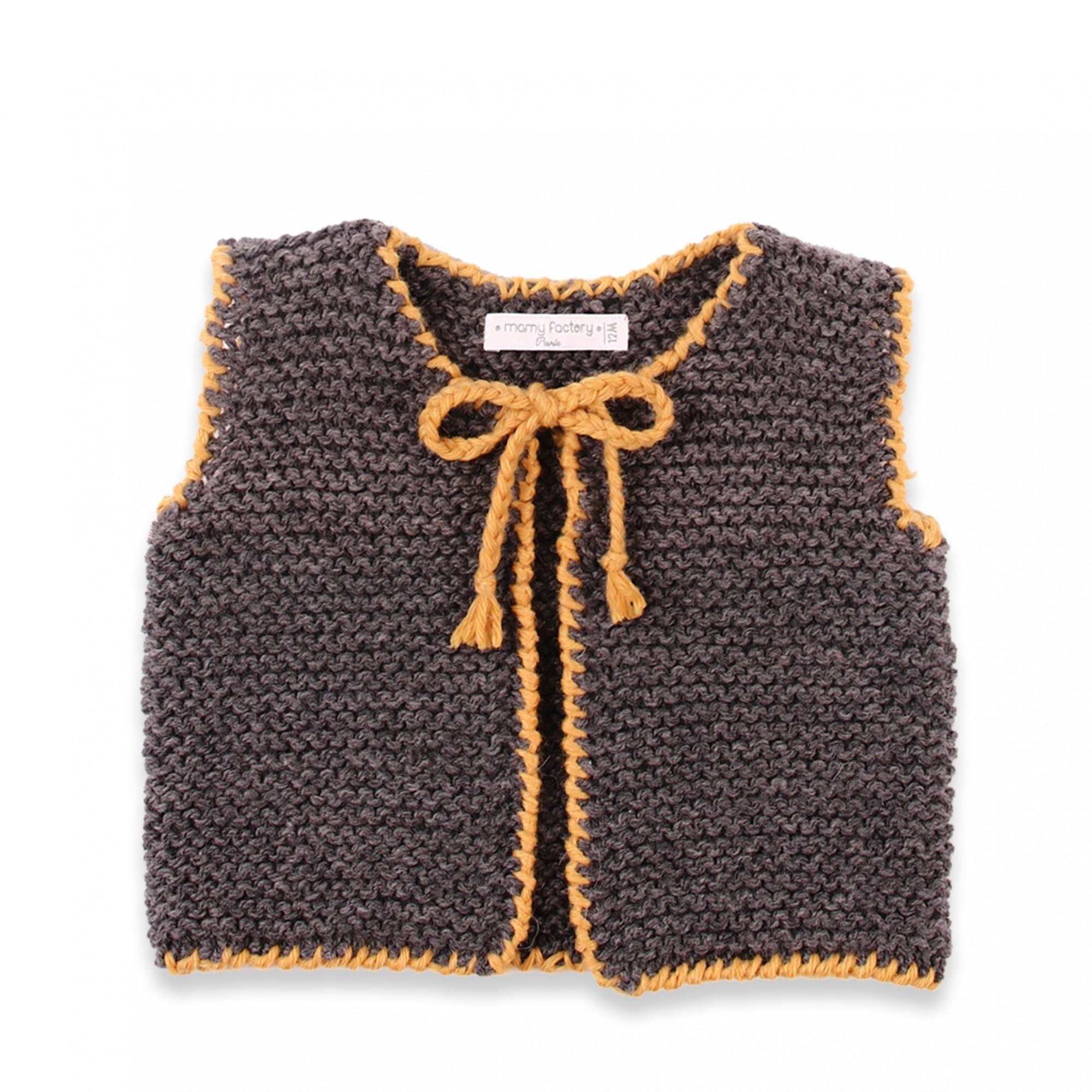 les tricots de mamy gilet b b sans manche avec bordures jaune tricot au point mousse en 100. Black Bedroom Furniture Sets. Home Design Ideas