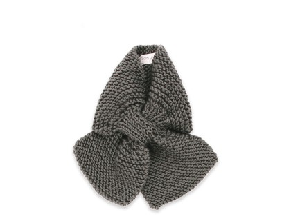 Mamy Factory baby scarf. Slate grey color, hand-knitted, made from 100% wool