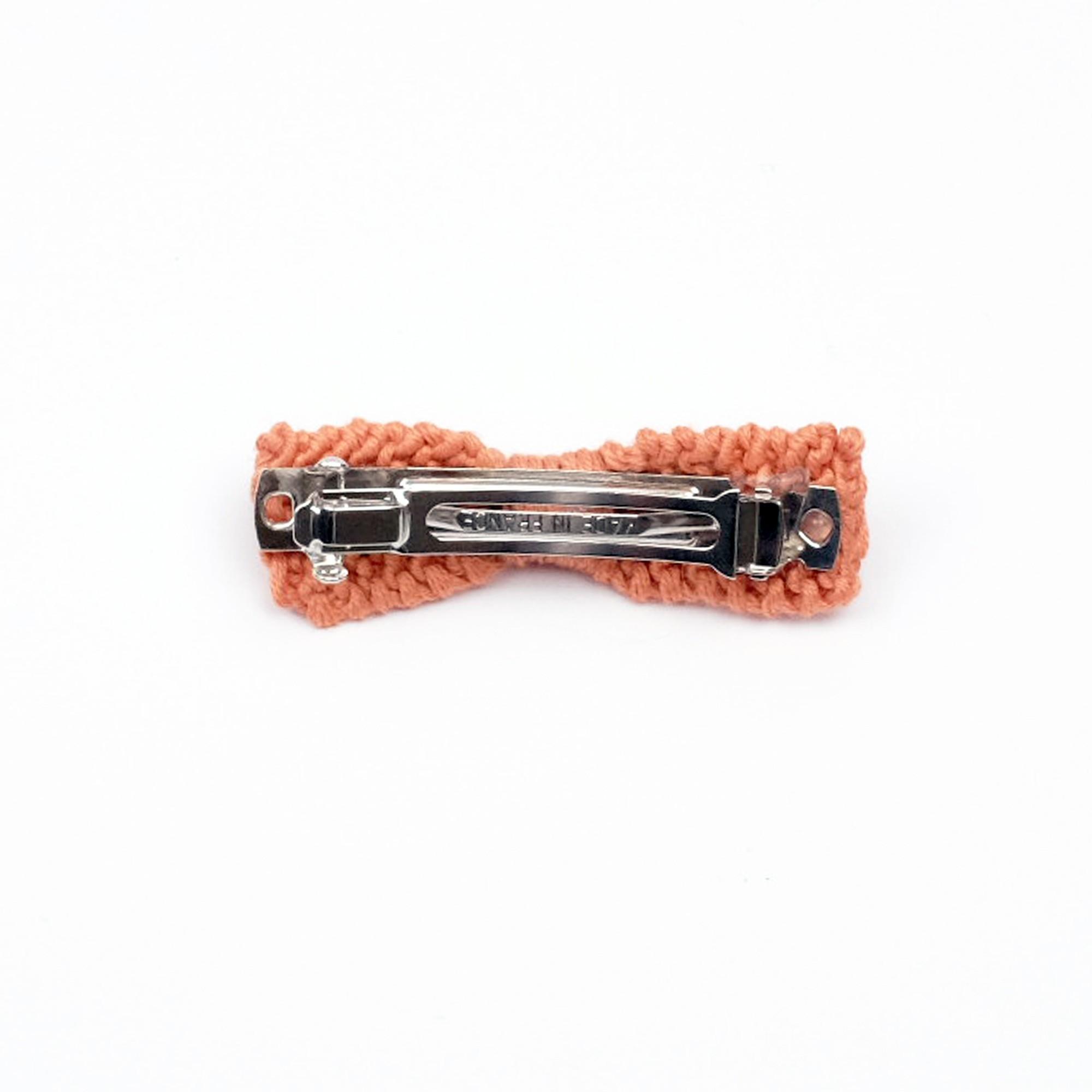 Barrette noeud tricotée terracotta dos à clip