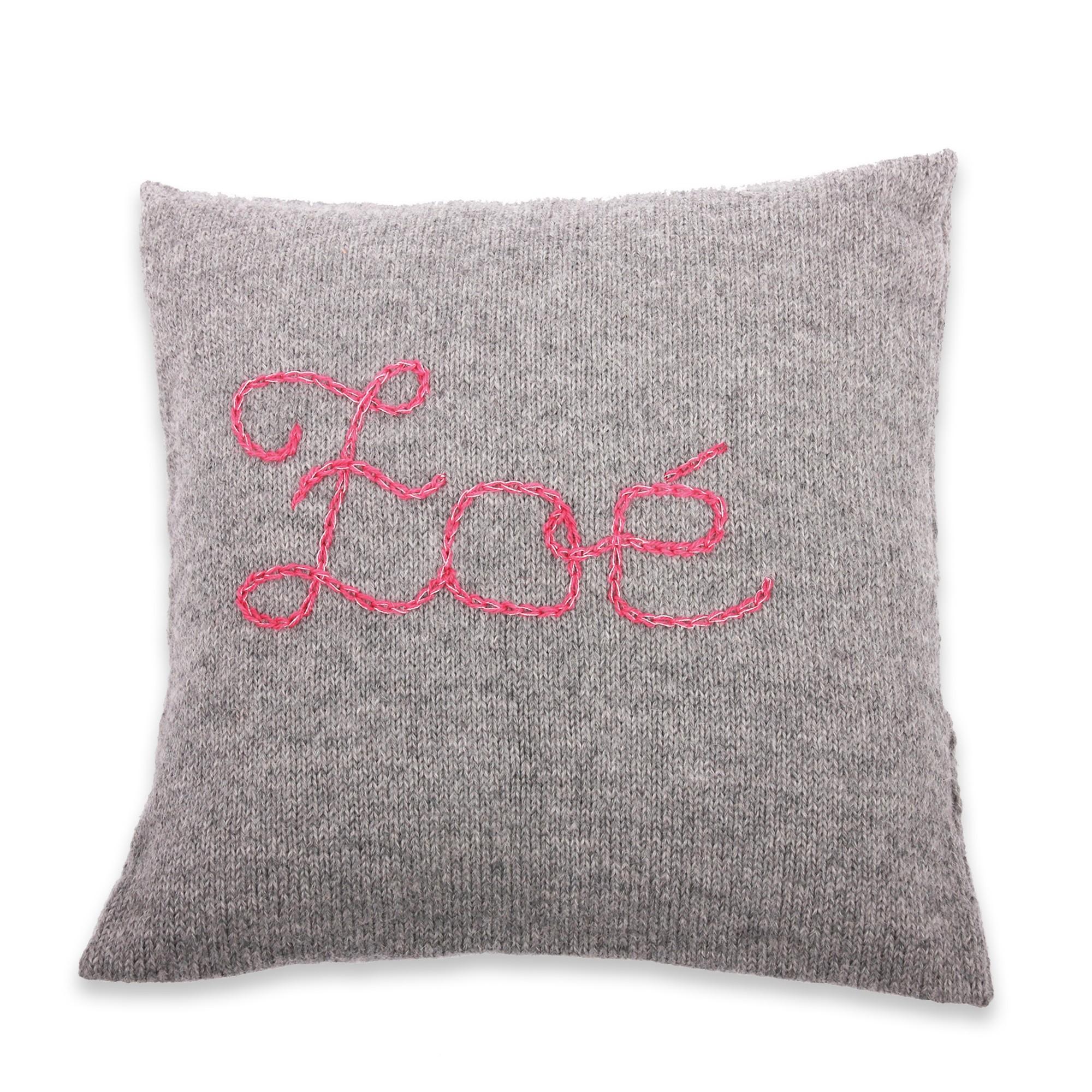 les tricots de mamy coussin tricot gris 100 laine d 39 alpaga brod pour cadeau de naissance. Black Bedroom Furniture Sets. Home Design Ideas