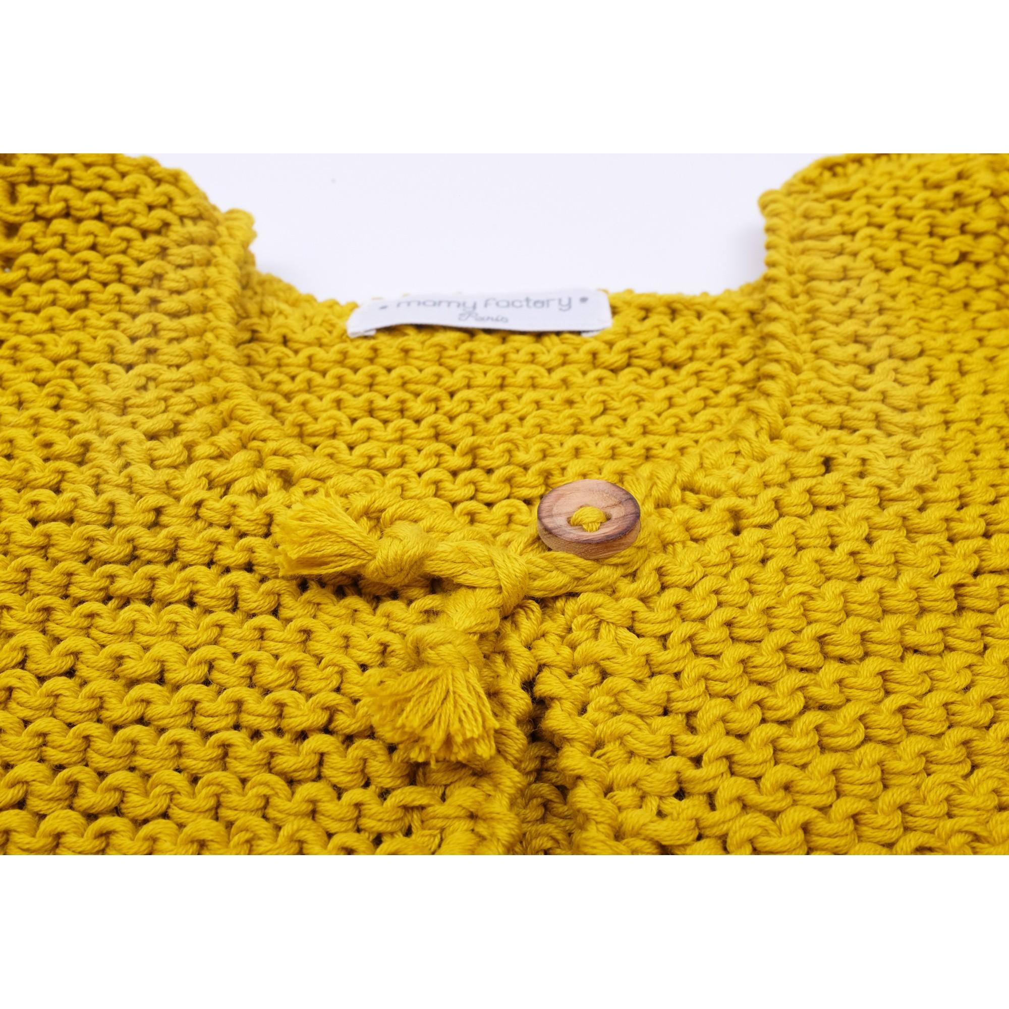 les tricots de mamy gilet b b sans manches curry tricot en point mousse ferm par un bouton. Black Bedroom Furniture Sets. Home Design Ideas