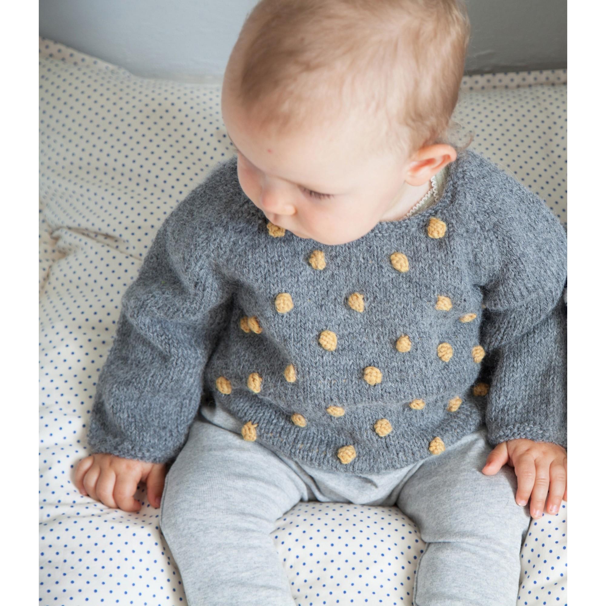 Pull Eugène bébé gris nopes jaune laine alpaga porté