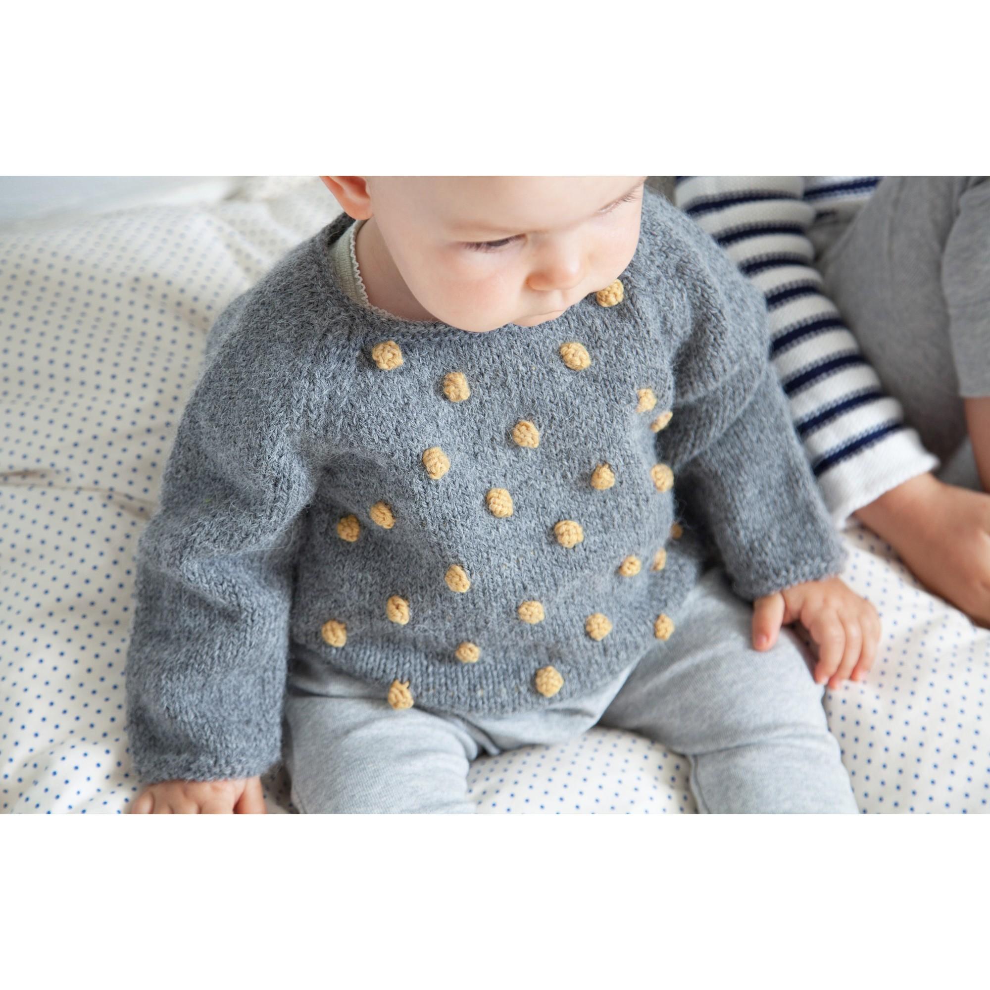 Pull Eugène bébé gris nopes jaune laine alpaga porté 2