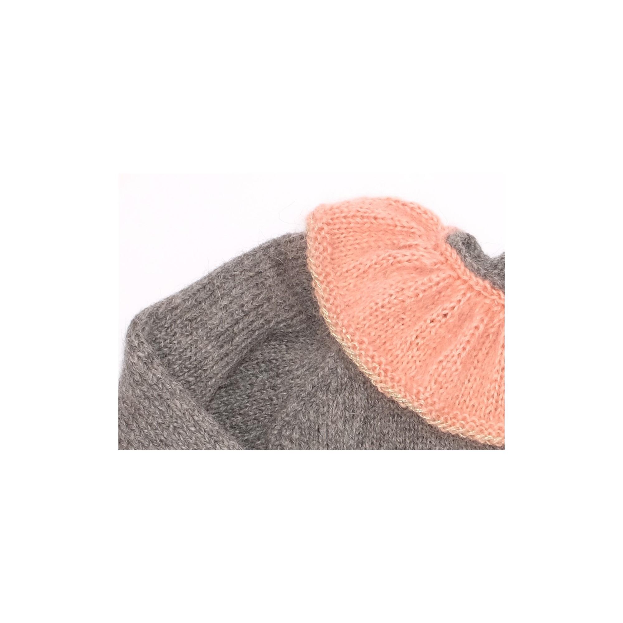 les tricots de mamy pull fille gris et dor avec joli col effet volant de couleur vieux rose. Black Bedroom Furniture Sets. Home Design Ideas