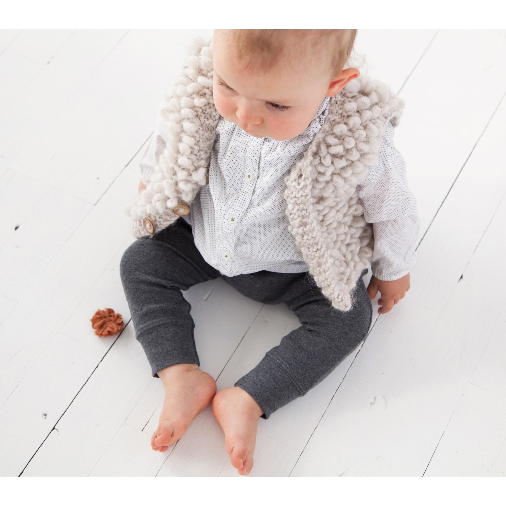 Philibert sleeveless cardigan worn (Beige color)