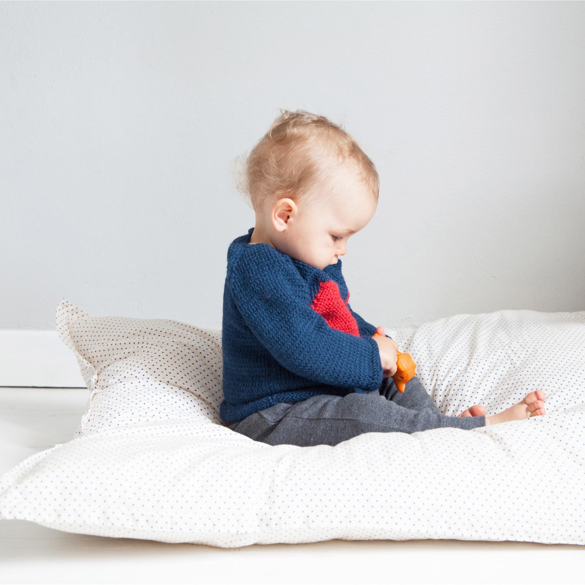 les tricots de mamy pull b b doux et moelleux en laine et alpaga avec un gros coeur blanc sur. Black Bedroom Furniture Sets. Home Design Ideas