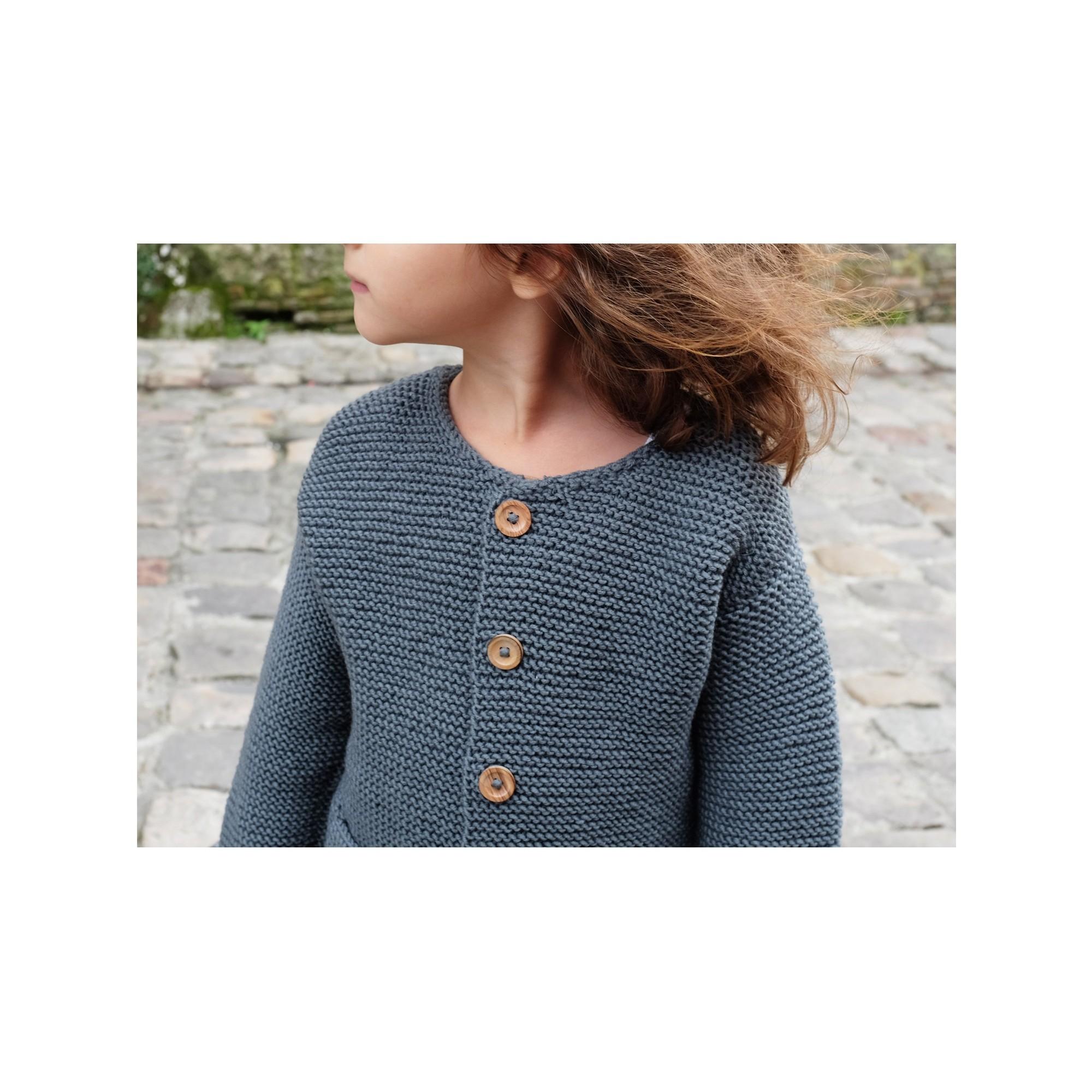 Gilet Simone pour bébé - coloris ardoise - porté