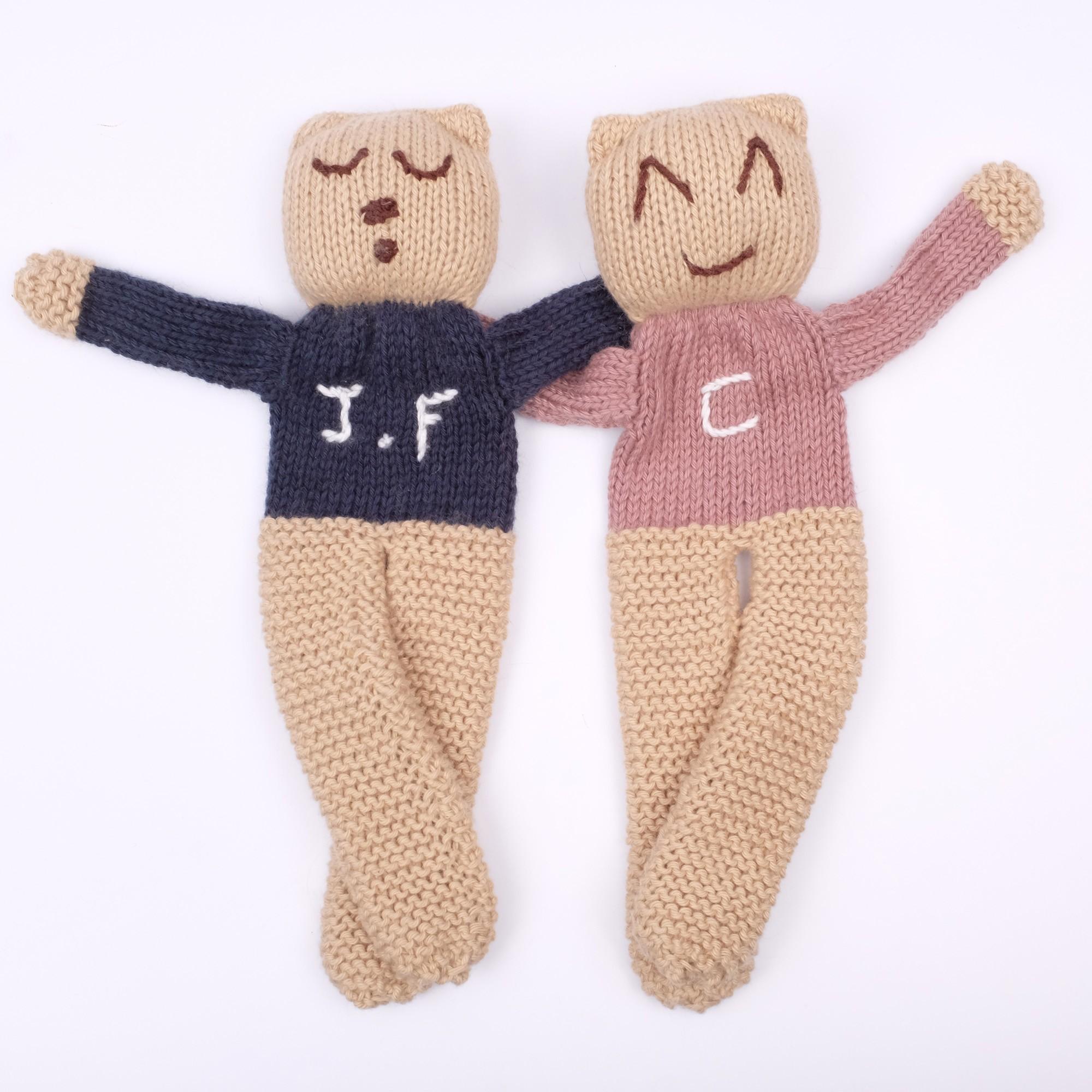 Oursons tricotés personnalisables - Avec deux initiales - taupe et marine