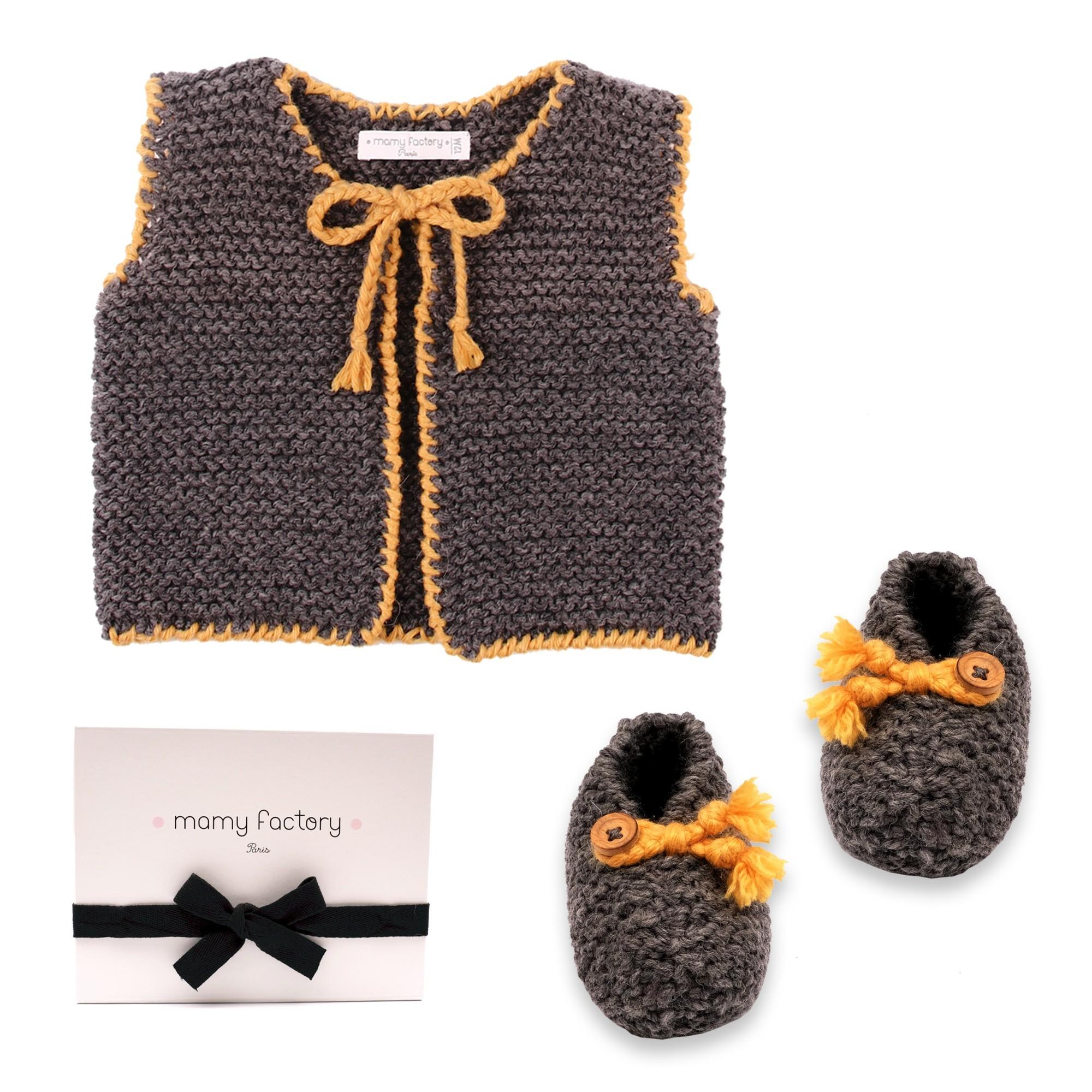 Yellow Joseph cardigan for baby et Joseph slippers