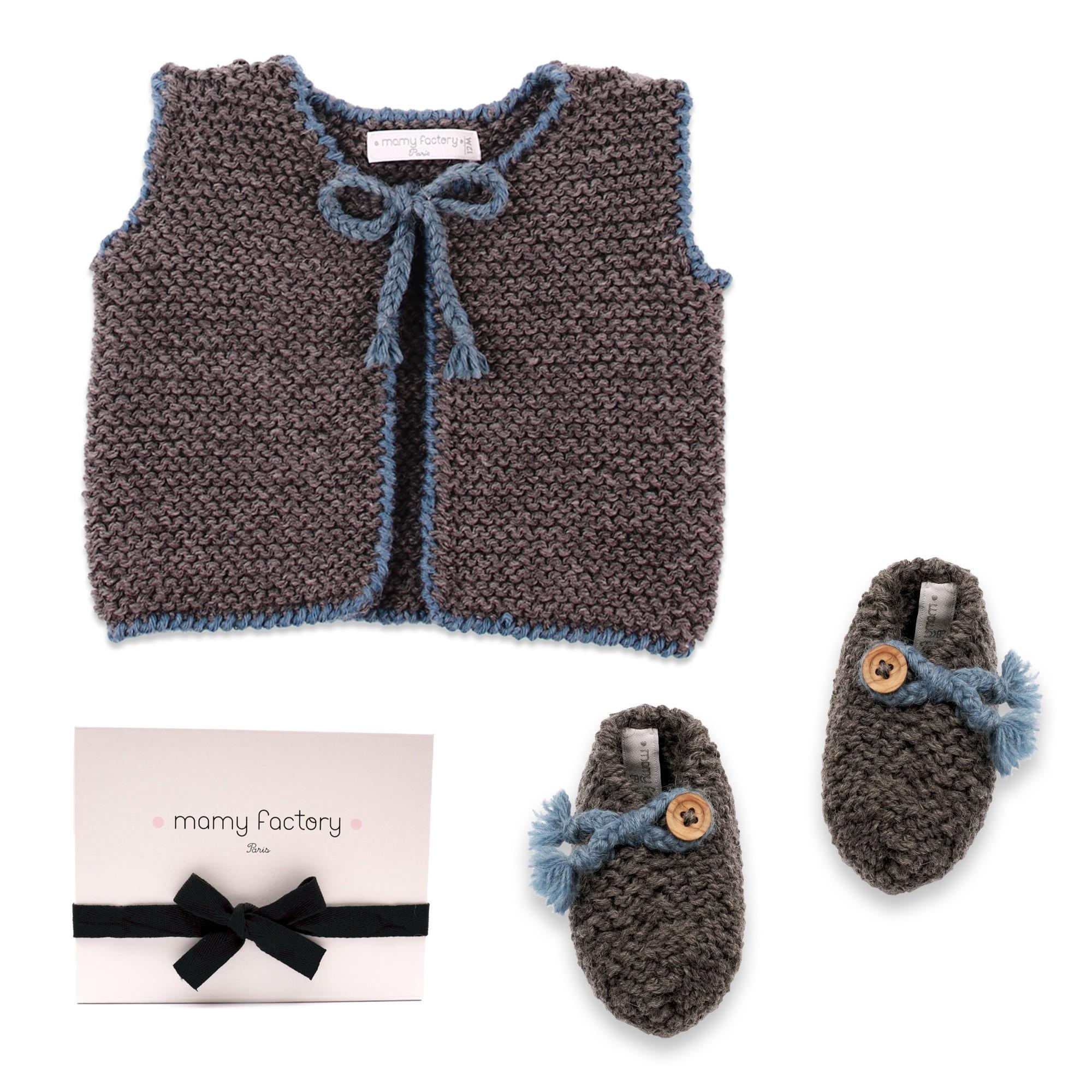 les tricots de mamy gilet b b sans manche gris avec bordures au crochet bleu p trole mamy. Black Bedroom Furniture Sets. Home Design Ideas