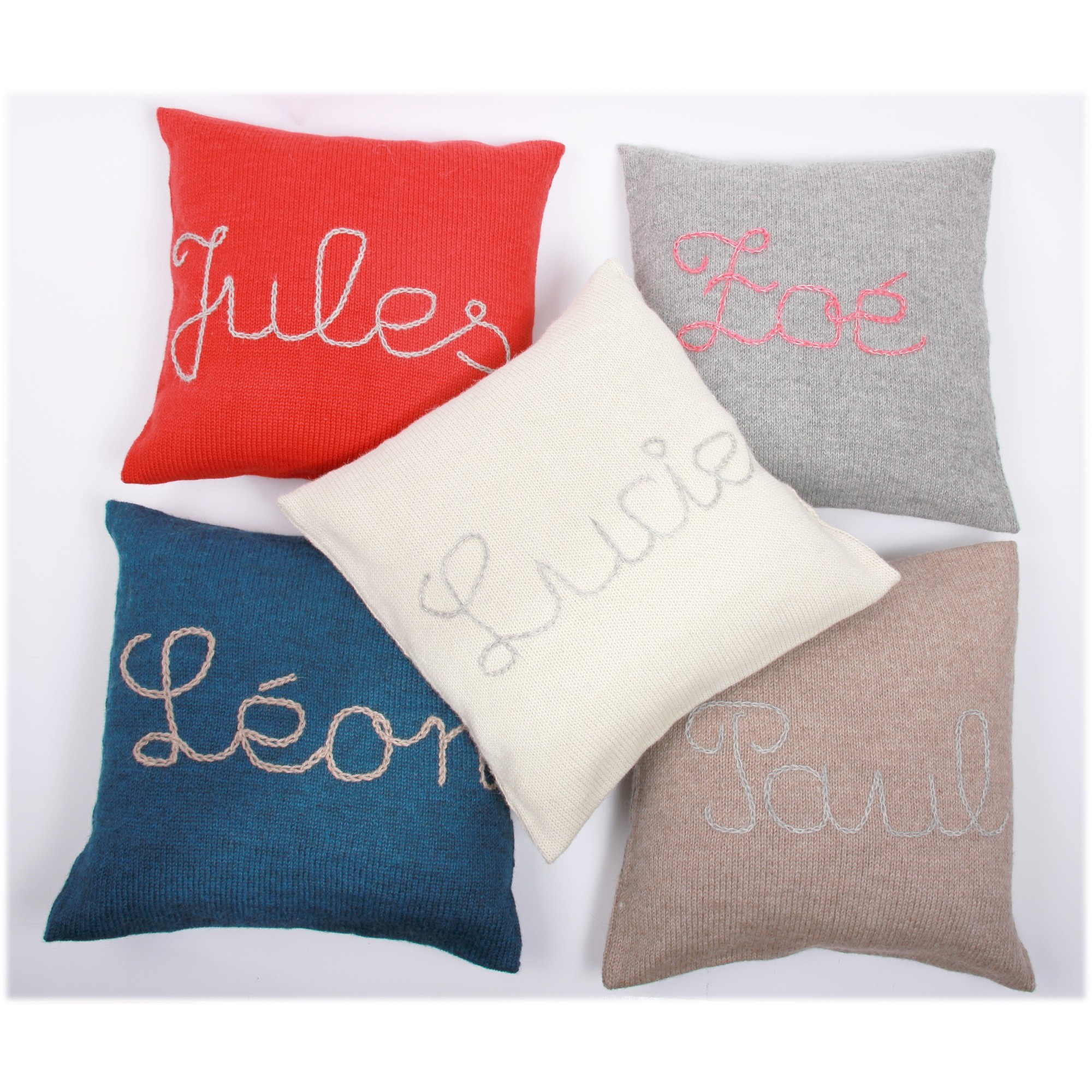 Customizable cushions of different colors - with embroideries