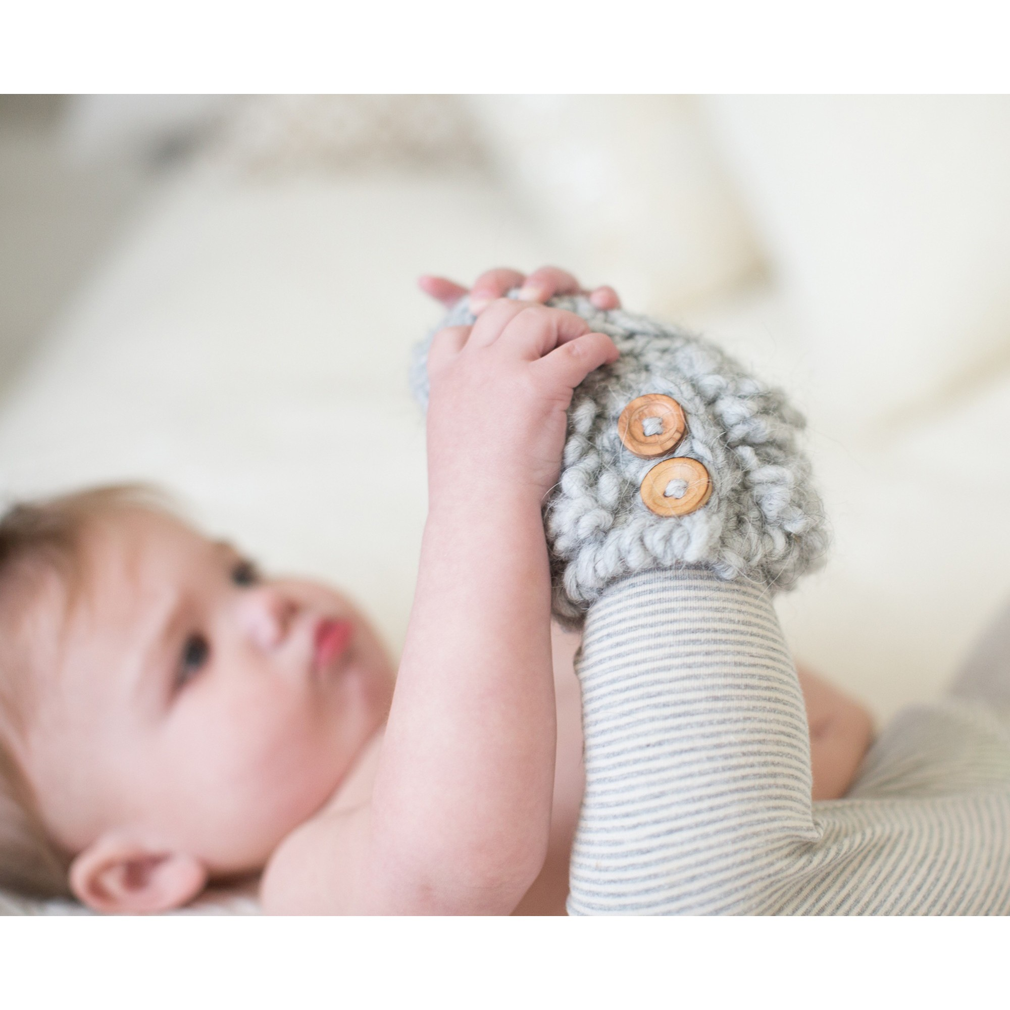 chaussons de b b au crochet coton blanc pictures to pin on pinterest. Black Bedroom Furniture Sets. Home Design Ideas