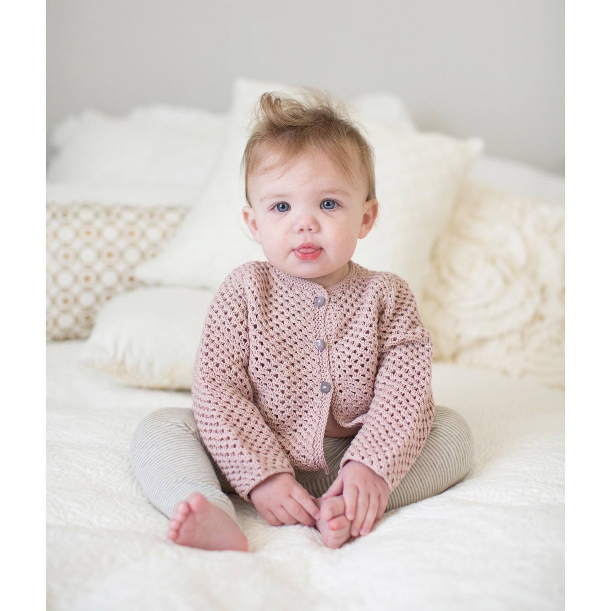 Gilet Joséphine rose opaline pour enfant - porté