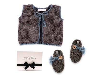 Coffret Joseph avec les chaussons et le gilet en laine bleu et anthracite