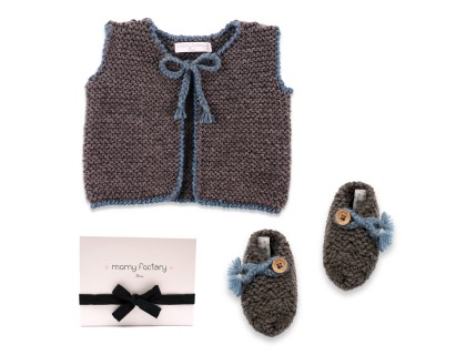 Joseph gift set with anthracite and blue slippers and cardigan