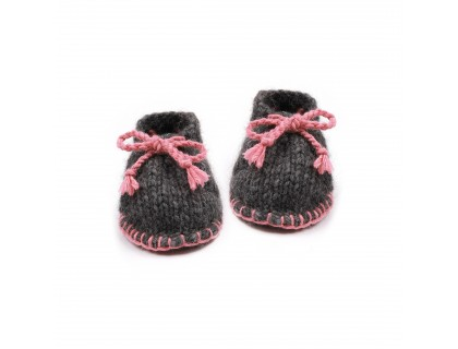 Baby slippers made from wool and alpaca dark grey and pink like desert boots
