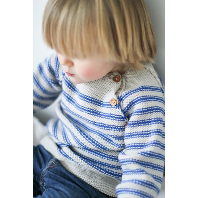 Pull Georges rayé sable et bleu roi porté