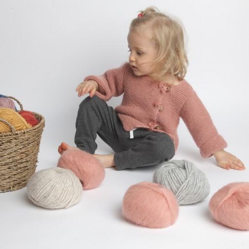 Gilet bébé laine et mohair avec boutons bois, vieux rose