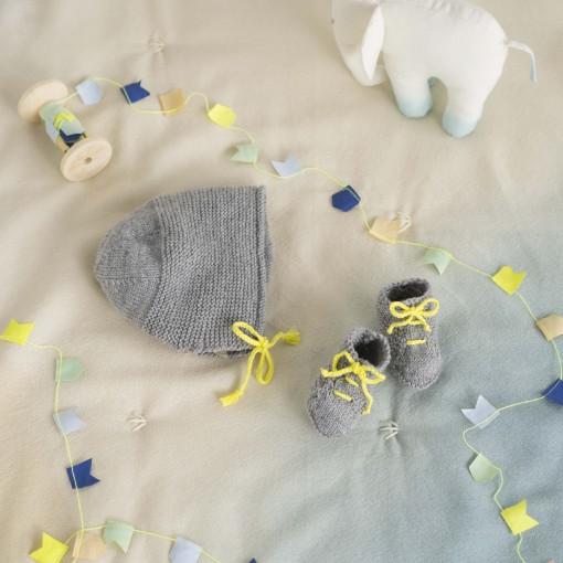 Chaussons et béguin Achille jaune et gris